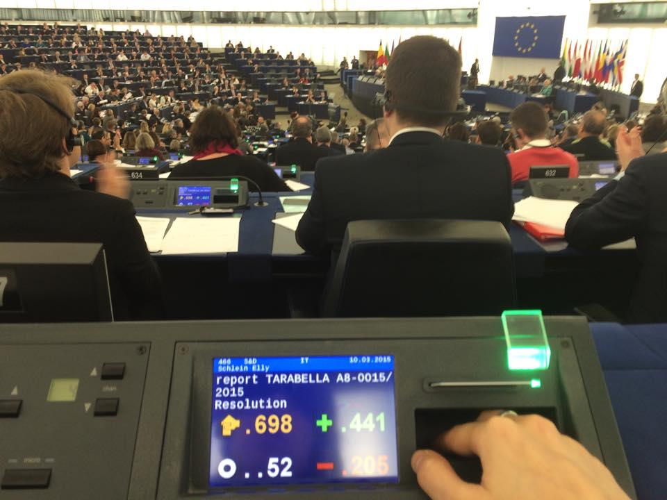 Approvazione della relazione Tarabella sulla parità di genere