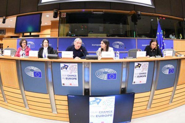 """AgenSIR – L'Europa contro le mafie. Don Ciotti porta a Bruxelles l'agenda """"Chance"""""""